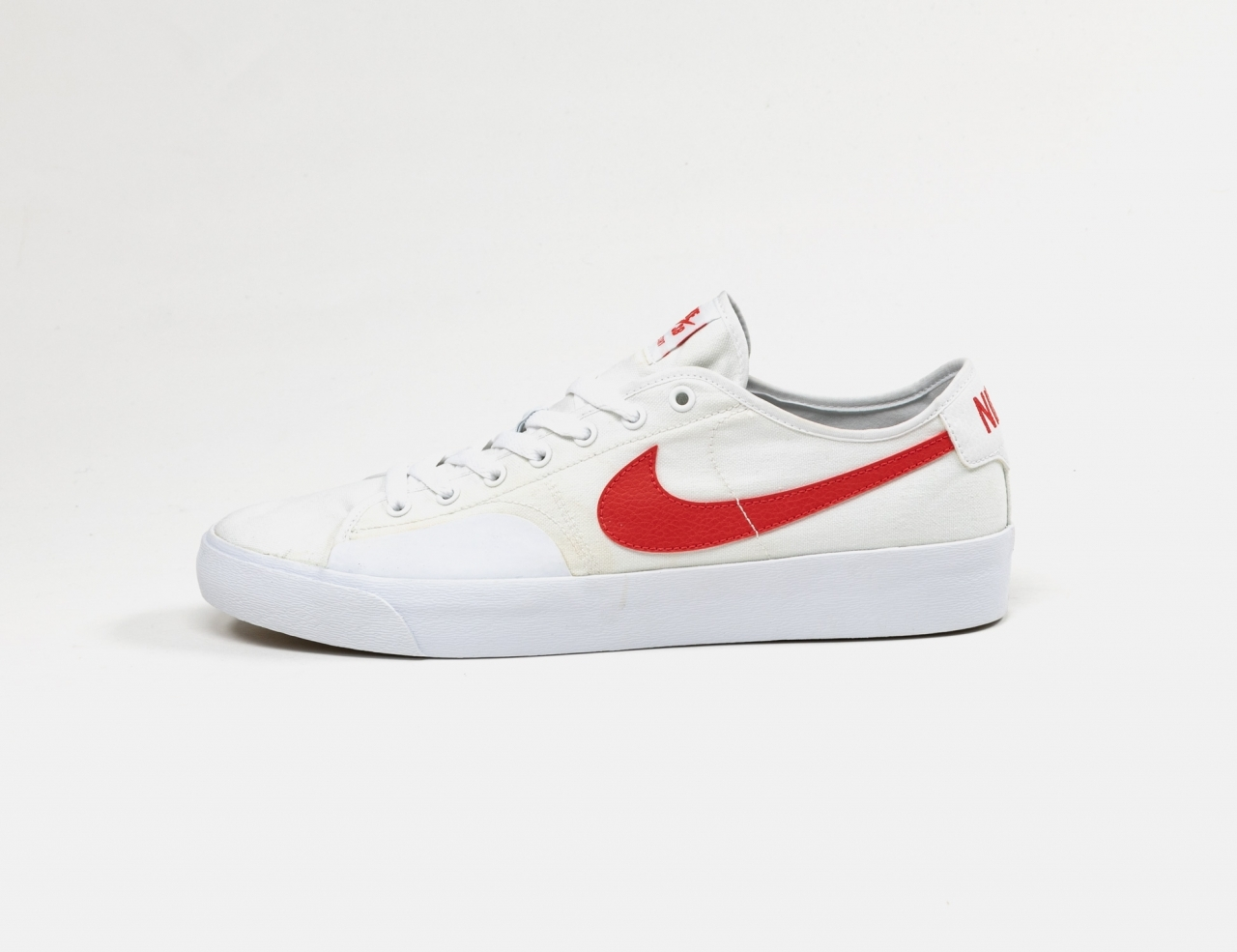 Nike SB Blazer Court - White / University Red
